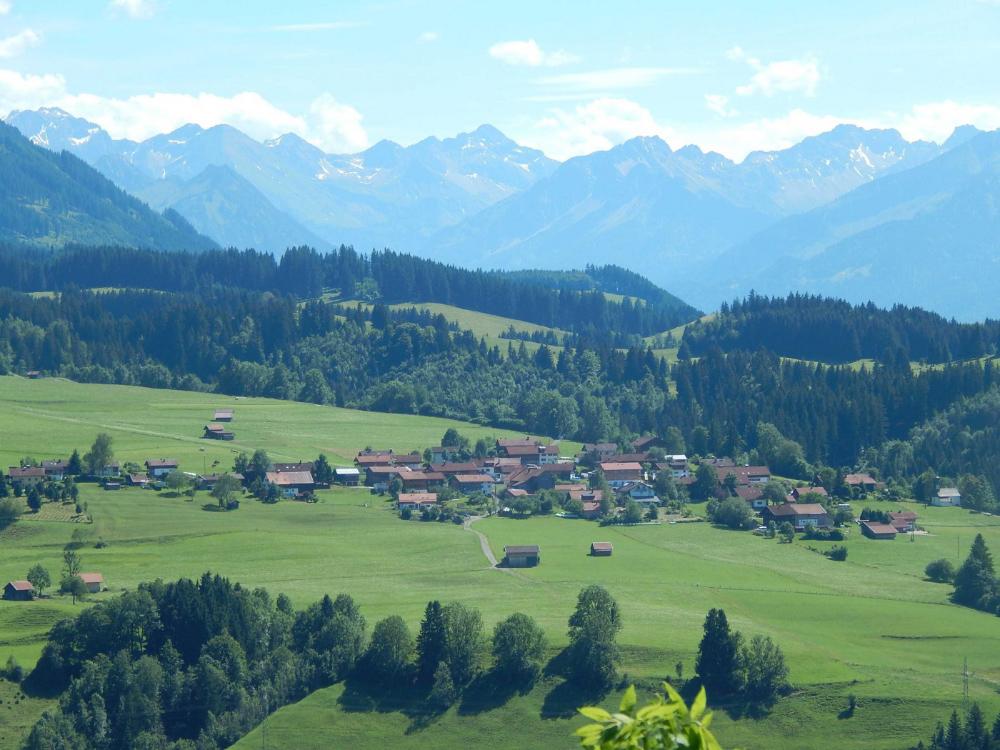 Dorf Imberg mit den Allgäuer Hochalpen | Berggasthof Sonne in Sonthofen