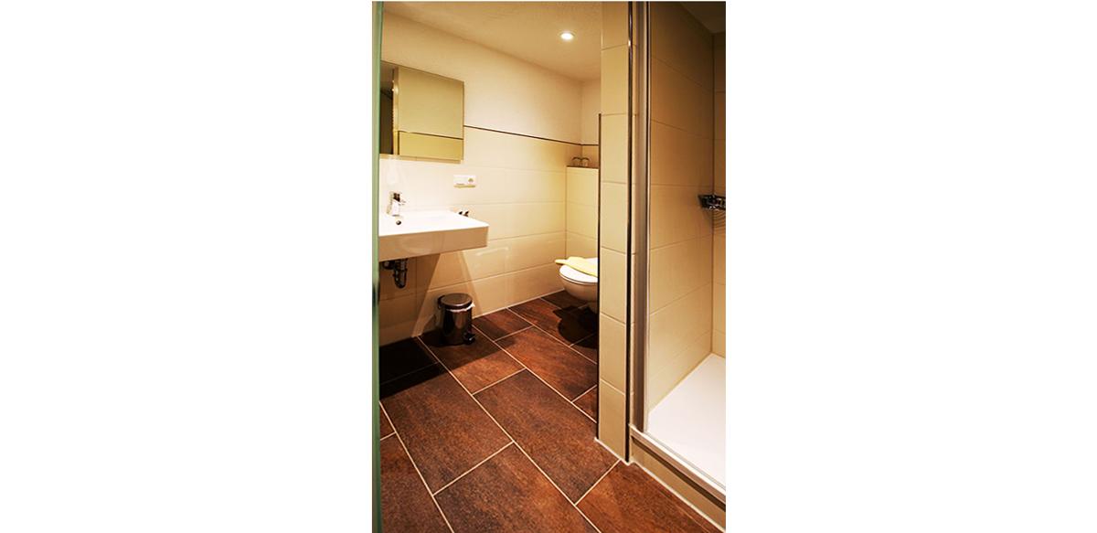 Familienzimmer Komfort ohne Balkon - Badezimmer | Berggasthof Sonne in Sonthofen