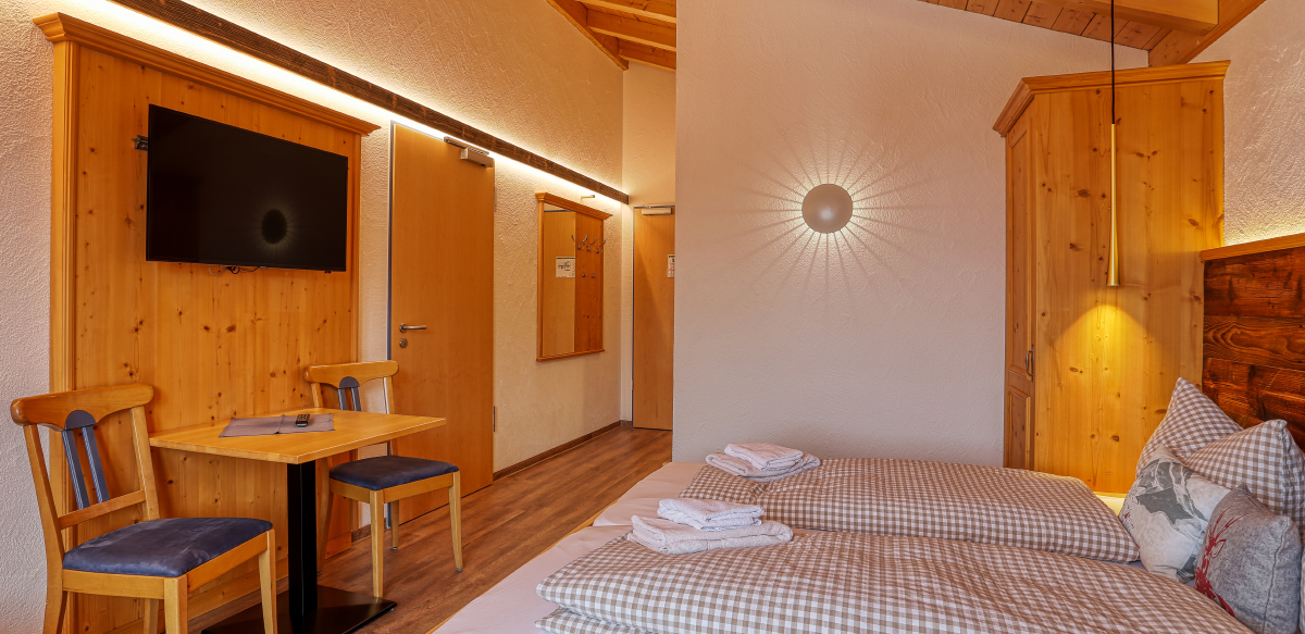 Doppelzimmer Komfort mit Balkon - Schlafzimmer | Berggasthof Sonne in Sonthofen