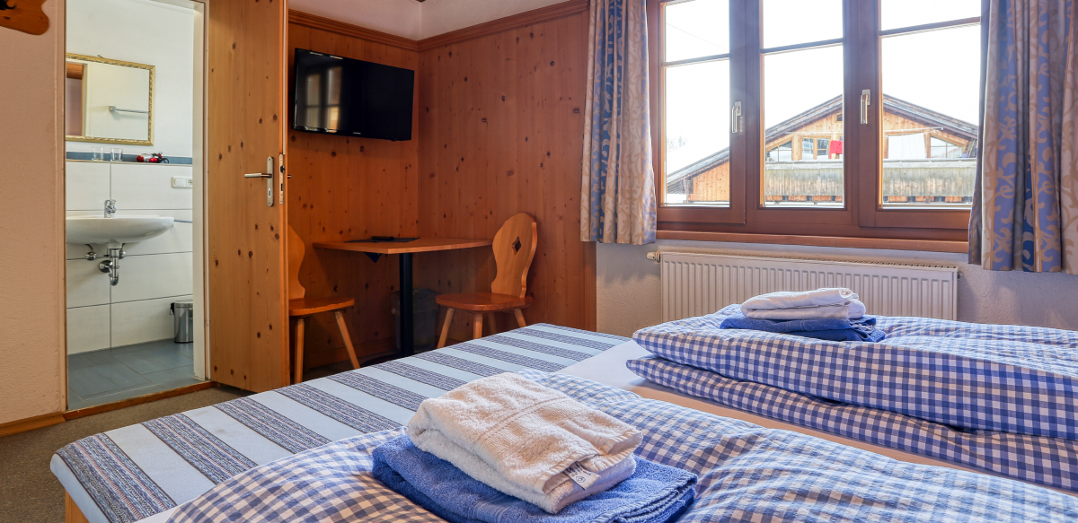 Doppelzimmer Standard ohne Balkon - Schlafzimmer | Berggasthof Sonne in Sonthofen