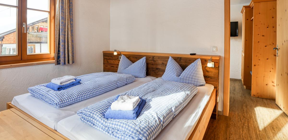 Familienzimmer Standard ohne Balkon - Schlafzimmer | Berggasthof Sonne in Sonthofen